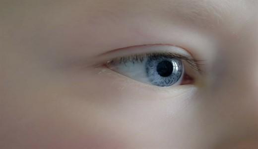 Выделения из глаз у новорожденного ребенка