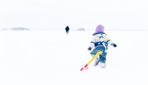 Как нужно одевать новорожденного ребенка погулять зимой