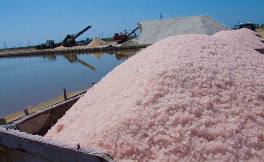 Как добывается поваренная соль из морской воды?