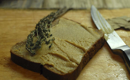 ржаной хлеб и горчица