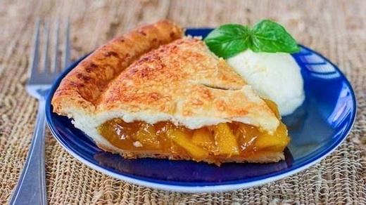 Пирог песочный с консервированными персиками