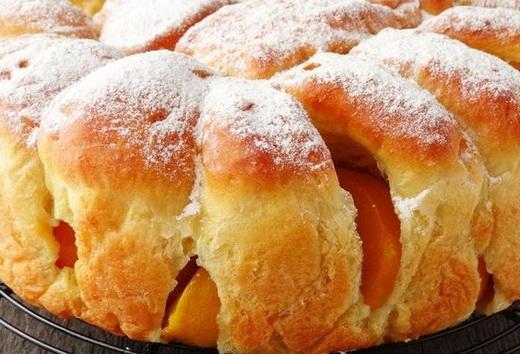 Пирог быстрый с консервированными персиками
