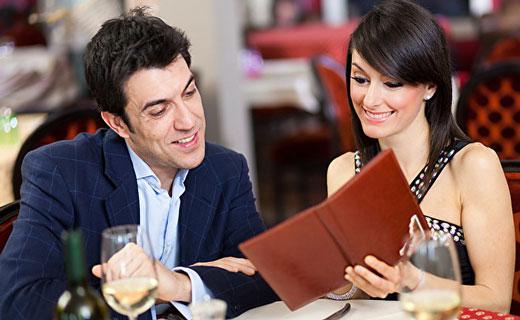 ознакомление с меню в ресторане