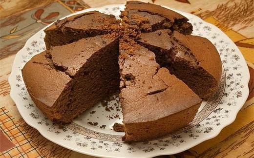 Шоколадный пирог с кокосовой стружкой