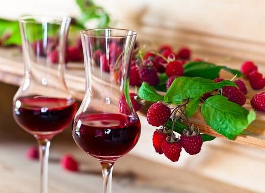 Вино малиновое из варенья