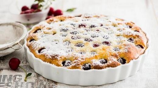Пирог вкусный с вишней