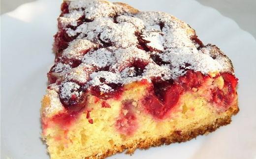 Пирог сдобный с вишней