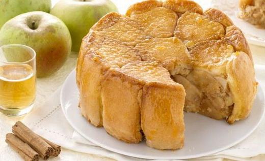 Шарлотка с яблоками на хлебе