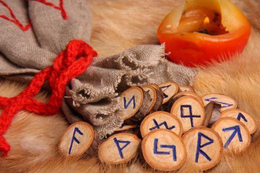 Гадание на славянских рунах Велес