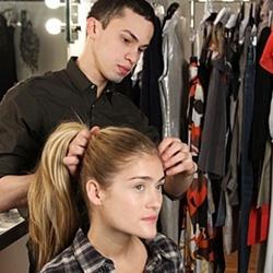 Как заплести косу вокруг пучка - шаг 1