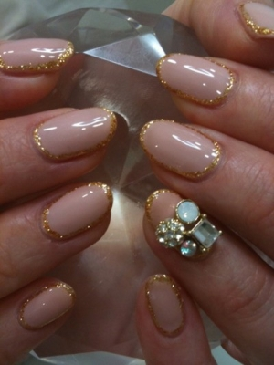 фото дизайн ногтей с большими стразами