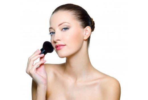 Как зрительно уменьшить выпуклые глаза макияжем