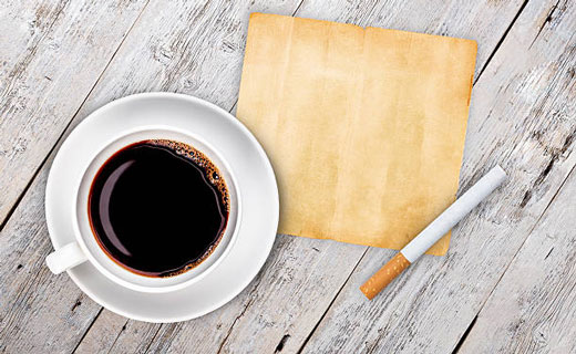 чашка кофе и сигареты