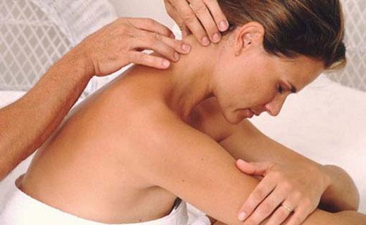растирание и массаж шеи