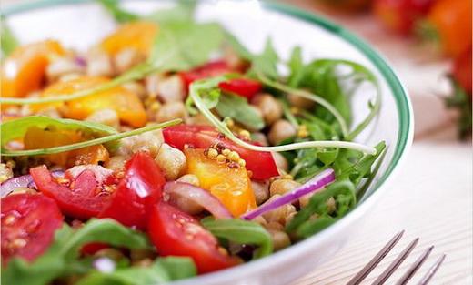 Салат с фисташками и помидорами