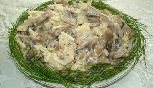 Сытный салат с маслятами
