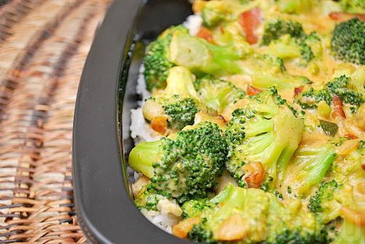 Мясо — тяжелый продукт для желудка, поэтому необходимо готовить их вместе с овощами.