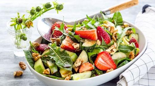 Французский салат с одуванчиком