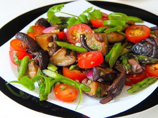 Салат со сморчками и рыбой