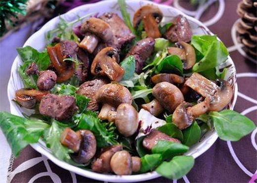 Салат из печени с грибами сыроежками