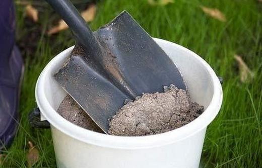 Зола для подкормки корней